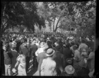 Democratic party supporters swarm to an outdoor rally, Los Angeles, 1935