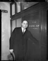 Lawyer Erwin P. Werner arriving at court, Los Anageles, 1935
