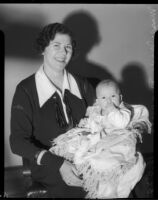 Policewoman Marie Dinuzzo and unknown abandoned baby, Los Angeles, November 1935