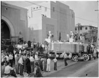 Crowds gather in Pasadena to see the arrival of the 200-inch lens for the future Hale Telescope, largest in the world when completed.  April 10, 1936.