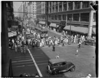 Crowds of shoppers taking advantage of bargains on Dollar Day in downtown Los Angeles, September 11, 1937