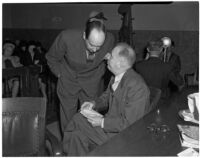 Dr. George K. Dazey and his attorney, Jerry Giesler, at the trial where Dr. Dazey is accused of the murder of his second wife, Doris S. Dazey, Los Angeles, 1939-1940