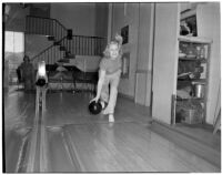 Mrs. Argyle H. Gudie bowling during the Woman's Field Day Challenge, May 1939