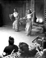 2 female dancers