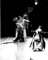 3 dancers, Rawana carries off Sita as Djatayu dies