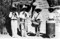 4 Musicians playing two different drums and two chirimias