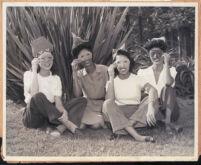 Gwen Jones with unidentified women, Los Angeles, 1940s