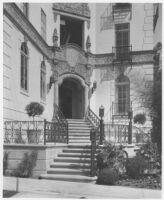 El Mirador Apartments, entry