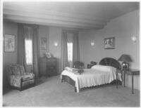 Sheehan Apartments, Beverly Hills, bedroom