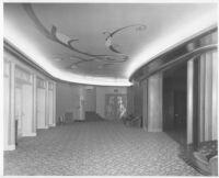 Tower Theatre, Fresno, foyer
