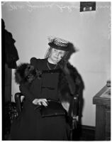 Mrs. Jennie Schwuchow waiting to testify at murder trial of Dr. George K. Dazey, Los Angeles, 1940