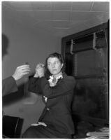 Abbie G. Bowyer fixing her hair while in court for a divorce hearing, Los Angeles, 1945