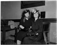 Silent film actress Sylvia Breamer in court with her sister Doris Kelly, Los Angeles, 1940