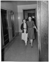 Deputy Sheriff Bess Bailey escorts Betty Flay Hardaker during her trial for the murder of her daughter, Los Angeles, 1940