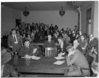 Crowd watches courtroom proceedings during murder trial of Betty Hardaker, Los Angeles, 1940