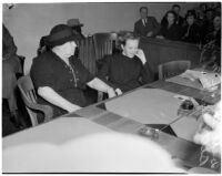 Deputy Sheriff Mary Talbot sits with Betty Flay Hardaker at trial, Los Angeles, 1940