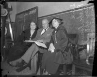 Ray Splivalo and Harriet Jordon with Rheba Crawford during the preliminary trial for her criminal libel case, Los Angeles, 1935