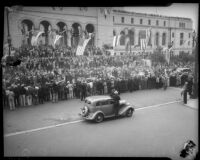 Crowd watches President Franklin D. Roosevelt arrive by motorcade, Los Angeles, 1935