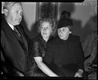 Berthal Gregory and Marion Fitts, sister and wife of District Attorney Buron Fitts, at a trial concerning financial transactions within the Fitts family, Los Angeles, 1930s
