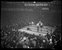 Finish of the boxing match between Lee Ramage and Bob Nestell at the Olympic Auditorium, Los Angeles, 1937