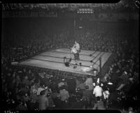 Boxing match between Bob Nestell and Lee Ramage at the Olympic Auditorium, Los Angeles, 1937