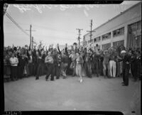 Crowd cheers during the Douglas Aircraft Corporation strike, Santa Monica, 1937
