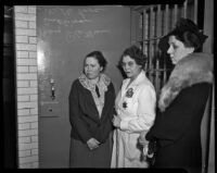 Accused murderer Helen Wills Love with Veda Sullivan and juror Mary Plettner at Love's trial, Los Angeles, 1937