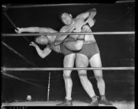 Heavyweight wrestling champion Dean Detton grappling with his opponent Vincent López, Los Angeles, 1937