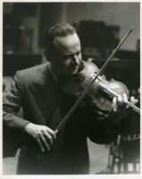 Zino Francescatti playing the violin, 1947 [descriptive]
