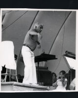 Leonard Bernstein conducting, 1985 [descriptive]