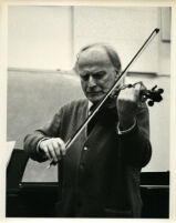 Yehudi Menuhin playing the violin, 1986 [descriptive]