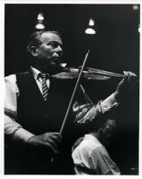 Henryk Szeryng playing the violin, 1986 [descriptive]