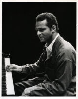 Andre Watts playing the piano in rehearsal, Los Angeles, 1986 [descriptive]