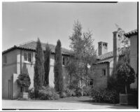 W. R. Dunsmore residence, exterior view towards house from driveway, Los Angeles, 1930