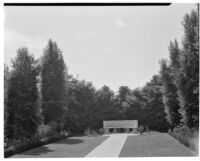 W. R. Dunsmore residence, view towards lawn and exedra, Los Angeles, 1930
