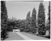 W. R. Dunsmore residence, view towards lawn and exedra, Los Angeles, 1934