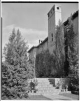 W. R. Dunsmore residence, view from SW towards W facade of house, Los Angeles, circa 1934