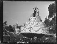 Wedding cake float in the Rose Parade, Pasadena, 1927
