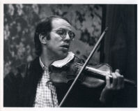 Gidon Kremer playing the violin, 1986 [descriptive]