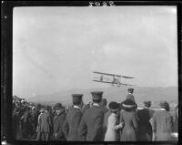 Biplane and crowd, Tanforan Racetrack, San Bruno, 1911