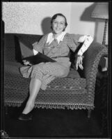 Actress Berta Singerman seated on a sofa, 1934