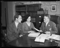 Actor Fredric March, Mrs. Carol Gallagher, and Judge Lewis H. Smith discussing bond to release property of actress Mary Astor, 1932