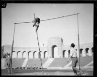 Pole vaulter Ralph Smith, Los Angeles Coliseum, Los Angeles, [1928?]