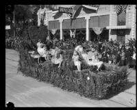 """Heart of the San Gabriel Valley"" float in the Tournament of Roses Parade, Pasadena, 1924"