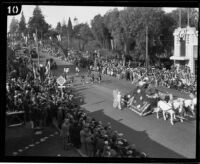 Float drawn by horses and Bagpipe band in the Tournament of Roses Parade, Pasadena, 1926