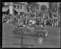 Decorated automobile with the Mayor of Los Angeles in the Tournament of Roses Parade, Pasadena, 1927