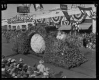 """Sitting on Top of the World"" float in the Tournament of Roses, Pasadena, 1927"