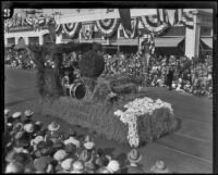 Unidentified float in the Tournament of Roses Parade, Pasadena, 1927