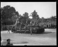 """Trail of the Eagle"" float in the Tournament of Roses Parade, Pasadena, 1929"