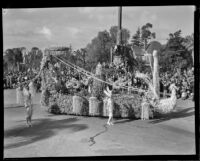 """Lyre"" float in the Tournament of Roses Parade, Pasadena, 1932"